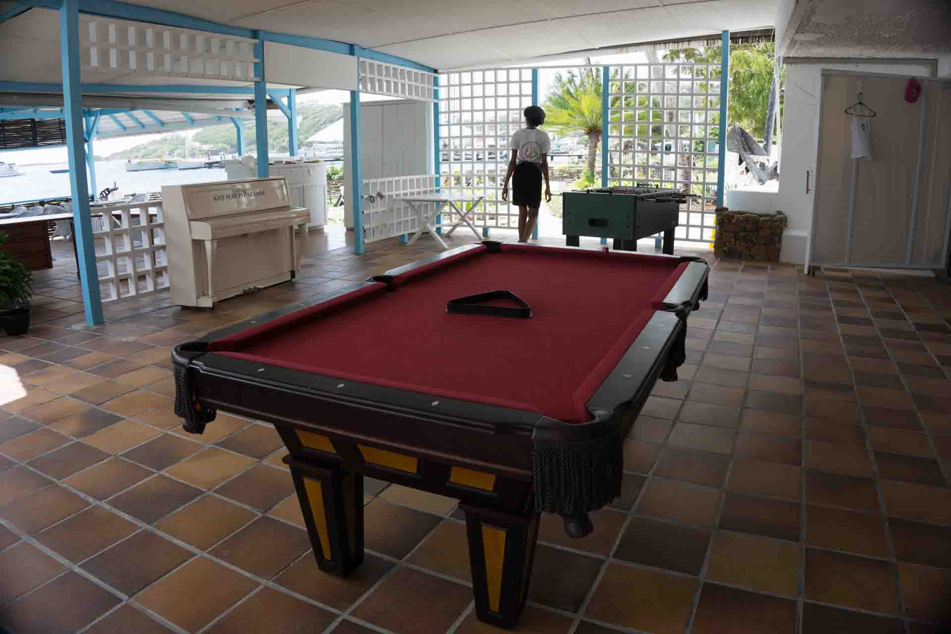 Union Island – Anchorage Yacht Club pool table